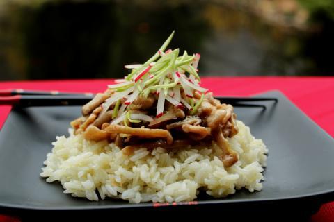 Csirke és gombák a wokban recept