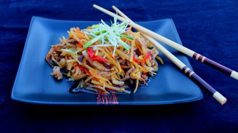 Kínai darált sertés recept sok zöldséggel