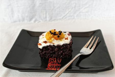 Fekete rizspuding Zila formában sütve recept